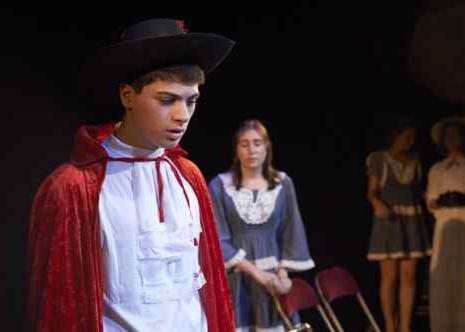 Enfant sur scène de théâtre